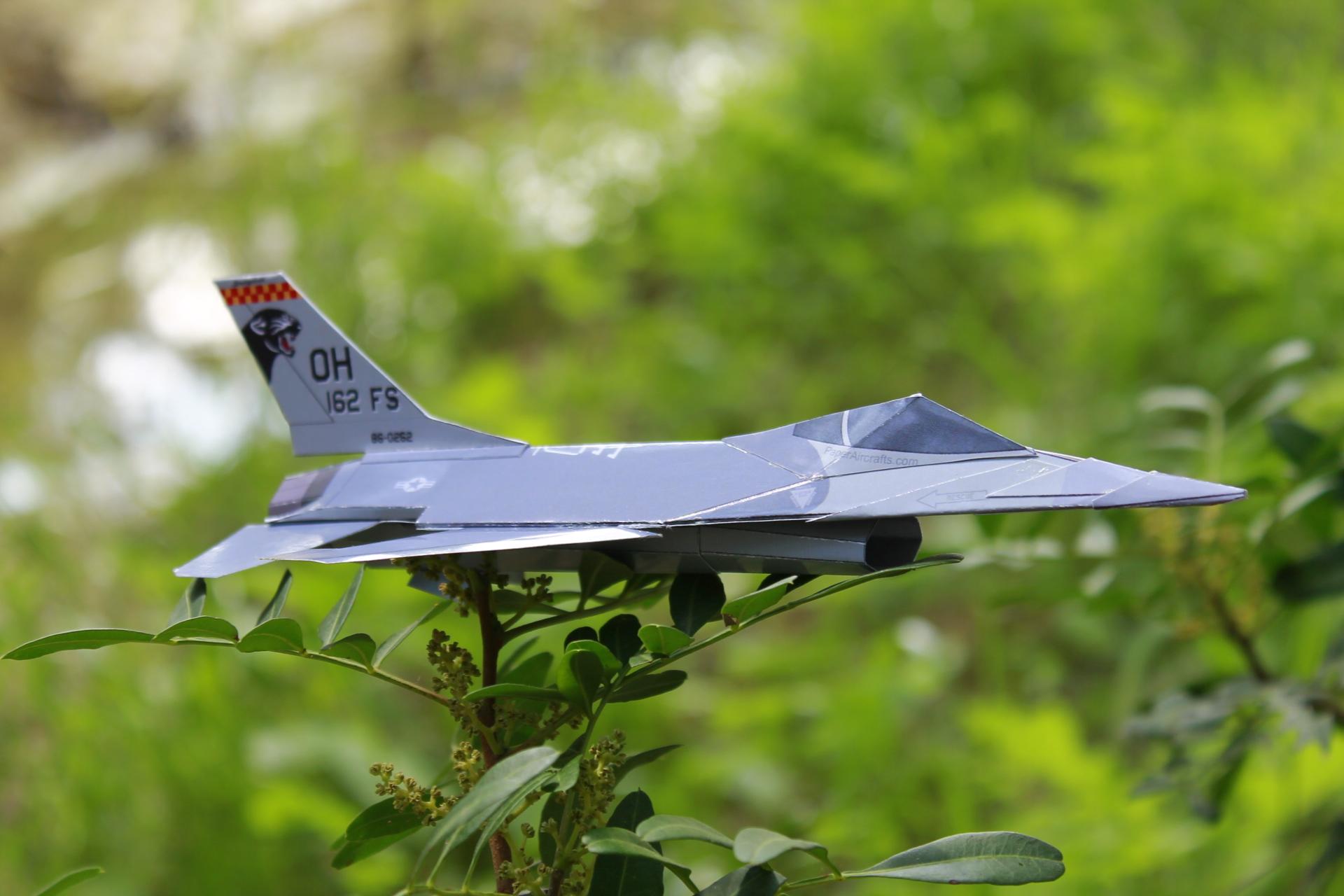 Paper F-16 Cougars PaperAircrafts.com-4